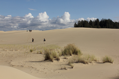 students hike in the Oregon dunes